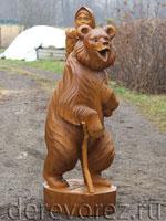 Маша и медведь в резьбе по дереву