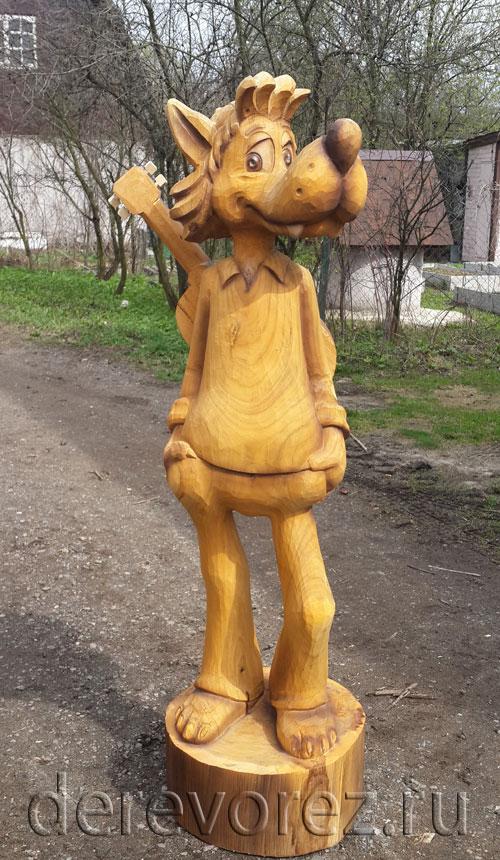 Деревянная скульптура волка из Ну, погоди!