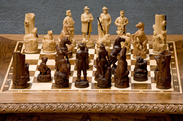 Резные шахматы. Автор Александр Борзов