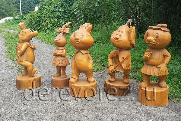 Деревянные скульптуры по сказке Чиполлино